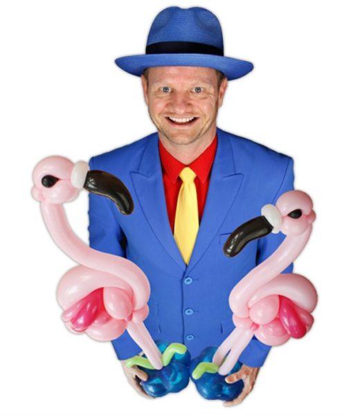 Ballonkunstenaar Pieter met flamingo ballonfiguren